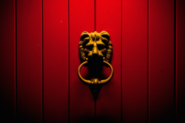 Lion door knocker at Nitrous.IO's Singapore office (photo credit: @malinthe)